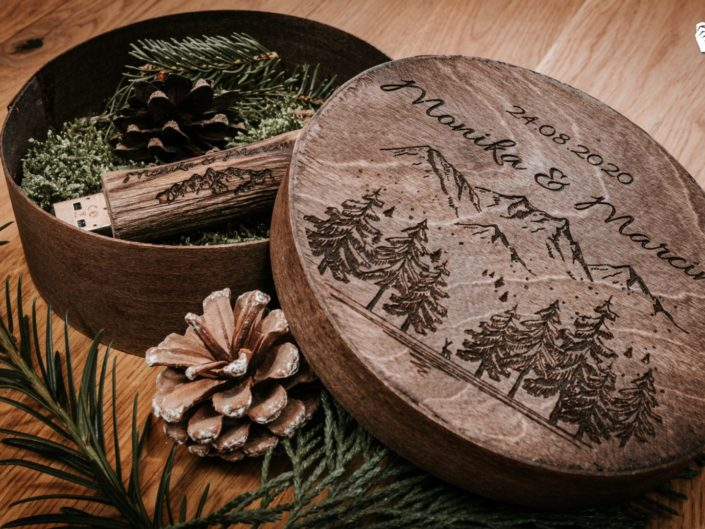 Drewniane pudełko na pendrive z grawerem